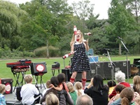 jenny the juggler performing