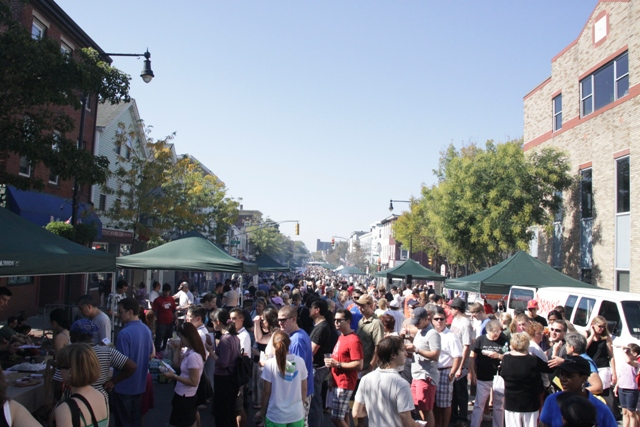Street view of the East Cambridge Rib Festival