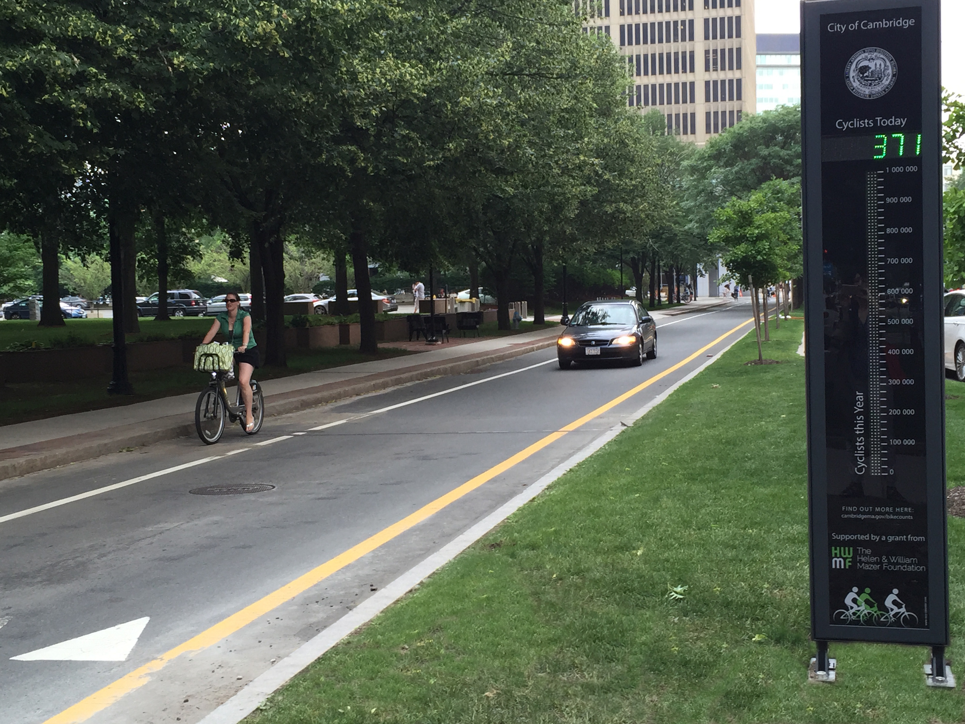 Image of bike counter in Kendall Square