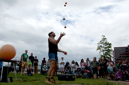 Brent Eden McCoy of The Real McCoy Show juggles.