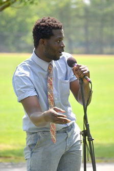 Teaching artist Emmanuel Oppong-Yeboah hosting the Art BBQ event