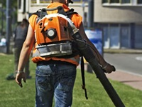 Backpack style leafblower