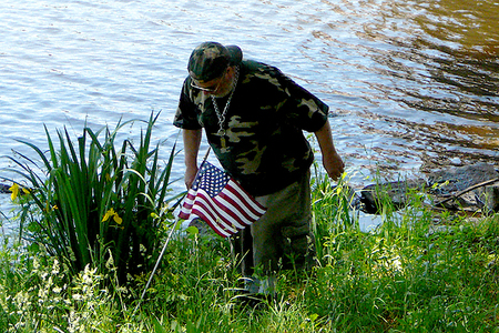 Placing Flags at the Weeks Bridge after the memorial   (5/25/2009) - Cynthia Abatt