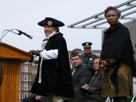 General William Dawes (Reenactor, Sgt. Andrew Tobin) and Mayor E. Denise Simmons (4/20/2009) - Cynthia Abatt