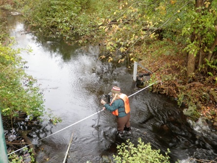 USGS measures streamflow at Viles St, Weston